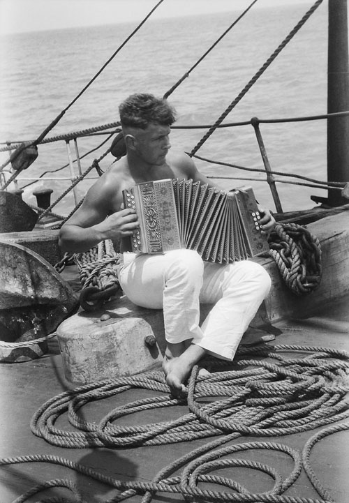 A sailor or possibly a marine plays an accordion on board a ship at sea https://upload.wikimedia.org/wikipedia/commons/8/82/A_sailor_and_his_accordion_onboard_the_Parma.jpg